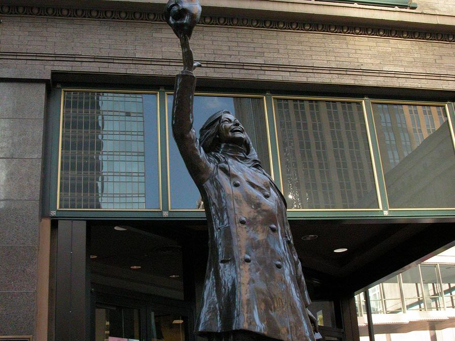 Mary Tyler Moore statue at Macy's in Minneapolis, Minnesota